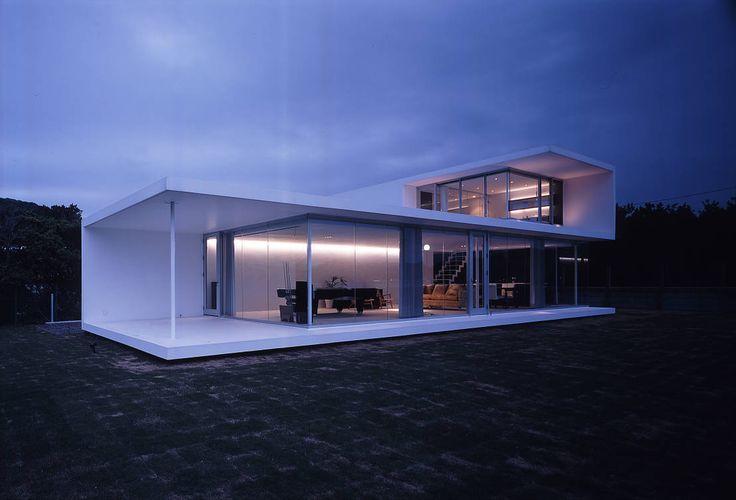 美しい家、と一口に言っても、機能美、様式美、造形美、と美という概念は多様です。それぞれに違った美しさを見せる家を10ご紹…