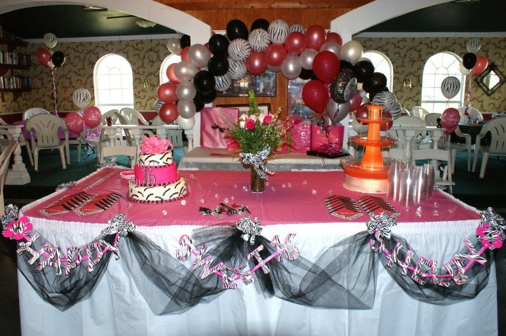 Shelby S Sweet 16 Table Set Up Cake Punch Tower Swag