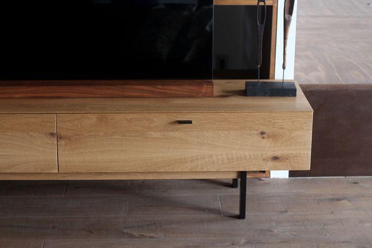 Knot TV board 180 / Oak/ 節(ふし)の入った木材と、黒で焼付塗装されたスチールを組み合わせたラインナップ。 #家具  #北欧  #デザイン #目黒 #インテリア #テレビボード #ライフスタイル #テレビ #オーク #無垢材