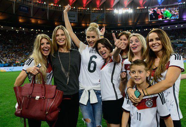 Novias de los futbolistas alemanes celebran con ellos la victoria - Yahoo Deportes