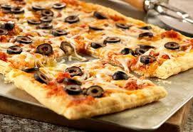 Milföy hamurunun çıtır çıtır enfes lezzetiyle hem midenize hemde gözünüze hitap edicek nefis bir tarif Milföy Hamuruyla Mini Pizza