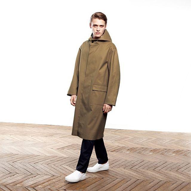 Enjoy the rainy days with this Long Split-Raglan Sleeve Hooded Coat #menswear #mackintosh #aw16 #mackintoshaoyama #mackintoshconduit