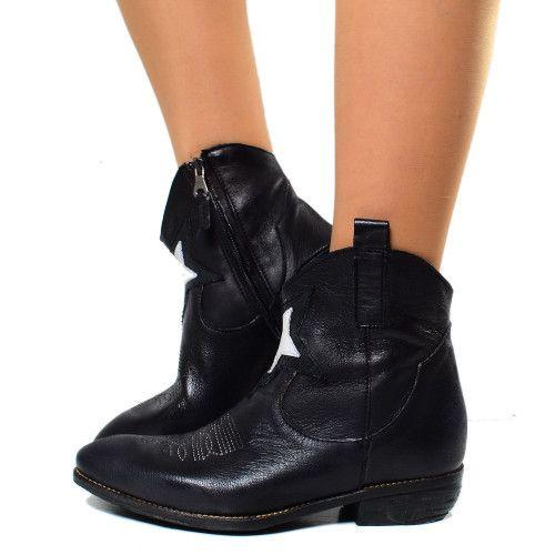 Pin su Black Boots