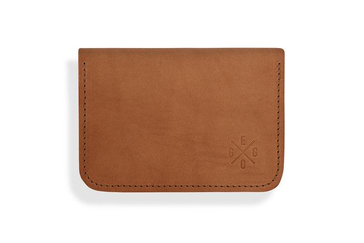 Eggo+peněženka+Perry+-+světle+hnědá+Elegantní+a+prostorná+peněženka+z+hlazené+hovězí+usně+o+tloušťce+1,8+mm.+Rozměr+peněženky+je+15+cm.+(šířka)+x+10,5+cm.+(výška).+Prostor+peněženky+obsahuje+dvě+kapsy+na+bankovky+a+mezi+ně+všitou+menší+kapsu+na+doklady,+nebo+platební+karty+a+uzavíratelnou+kapsu+na+drobné+na+jedné+straně,+na+druhé+straně+je+prostor+s+kapsami+pro...