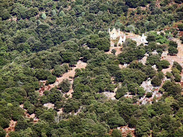 Région de Ponte-Leccia - Pietralba - Case Nove est un ancien village en ruines,  Le village a été déserté aux environs de 1920. Sa chapelle Santa Lucia a été restaurée au début du xxie siècle. Il comprend à environ 450 m au sud-sud-est, le château ruiné de Lumisgiana, un ouvrage de défense destiné à la surveillance du passage du col de Santa Maria. Édifié à 610 m d'altitude sur un éperon rocheux au xiiie siècle,.