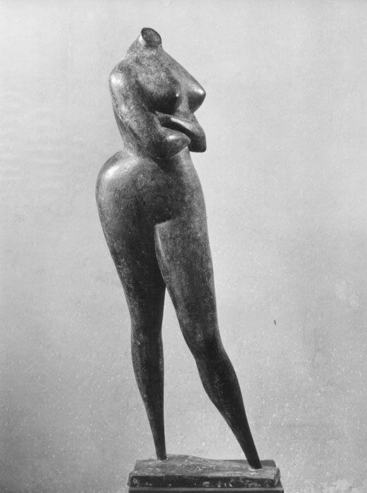 Nudo dalle braccia incrociate (1953, bronzo, h. 140 cm., cat. n° 393), Grande Salone della Classe Turistica, collocato sulla nave nel 1966 circa.