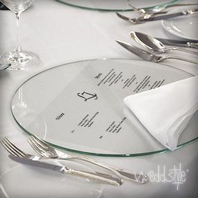 Schöne Platzteller aus Glas mit einem Durchmesser von 33cm günstig mieten.  #hochzeitsdeko verleih #weddstyle