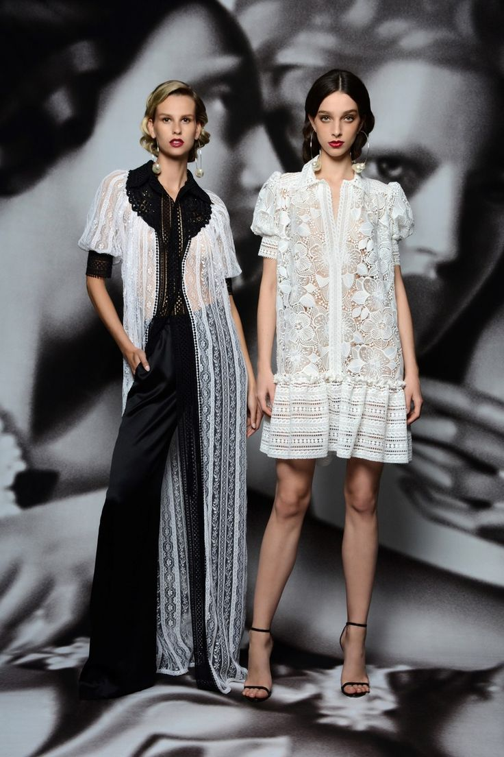 Naeem Khan Resort 2020 collection, runway looks, beauty, models, and reviews.