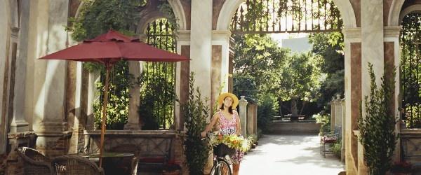 Il regista Francis Ford Coppola ha aperto un hotel di lusso nella cittadina di Bernalda in Basilicata (Italia meridionale).    Il Palazzo Margherita, costruito nel 1892, è stato acquistato e restaurato dal regista con il desiderio di far conoscere ai visitatori questo piccolo paese, terra di nascita di suo nonno Agostino Coppola.