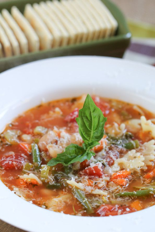 Classic Minestrone Soup | foodnfocus.com
