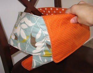 DIY Fabric travel high chair! What a GREAT thing to have in your diaper bag!!!! LOVE IT!!! Oh, and great baby shower gift too!