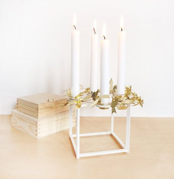 weiße Weihnachtsdeko Ideen tannenzapfen fenster glasvasen