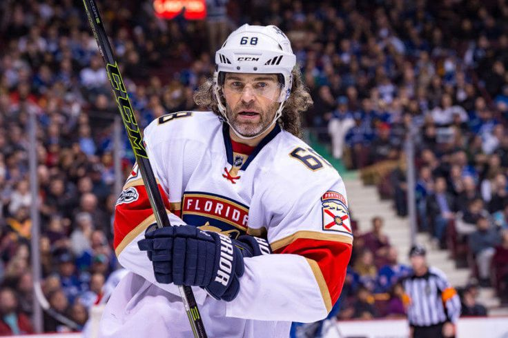 Blues discussing Jaromir Jagr internally = Jaromir Jagr is 45 years old and wants to play a 24th season in the NHL. It's just a matter of if or when that opportunity materializes. Could the St. Louis Blues be.....