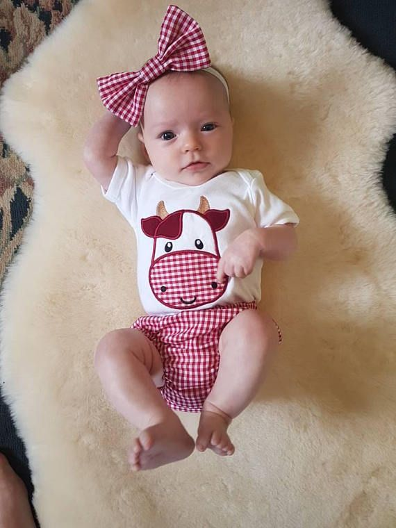 Hi and welcome to my store!! 🐮Here we have the Hippy Cow outfit! It comes with a cow head appliqué with a mandala nose on a super soft onesie, bloomers, pants or frilly pants with the cow booty appliqué on the booty! A matching clip-on bow with a headband included. The bow is 5