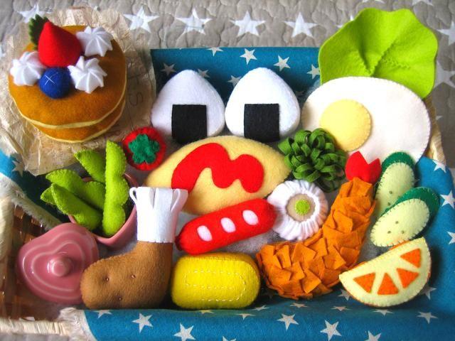 ハンドメイドマーケット+minne(ミンネ)|+人気No.1★フエルト★お弁当&ふわふわパンケーキセット★オムライスのケチャップはハート型となみなみ型から選べます(ŏㅂŏ❤+贈り物にも❣