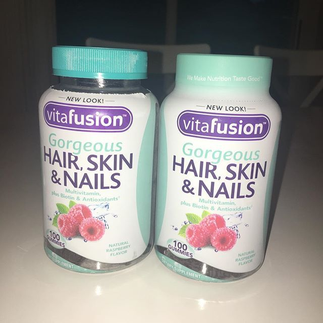 So I always have a really hard time getting #hairnailskinvitamins but @jibaroboricua did it for 33 days and his results were AMAZING he also did the #sugarbearvitamins and compared both of them the sugar bear vitamins are a bit out my price range but these are at a perfect cost and work so im super excited to try them I even got them on sale for 10$ normally 13$ so im a happy girl #curlyhair #curly  #curlygirl #naturalbeauty #allnatural #curlybob #Coils #naturalbeauty #naturalhair…