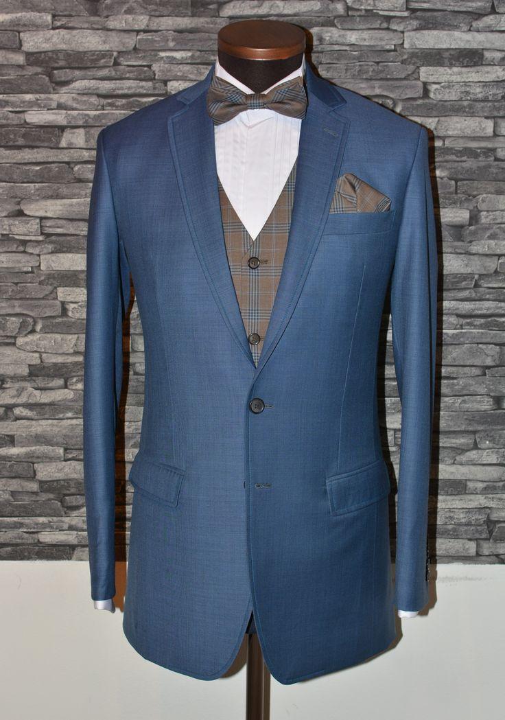 Vaaleansininen puku #miesten tyyli #mittatilauspuku http://www.raatalistudio.fi/