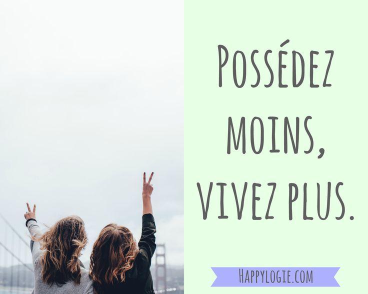 Citation en français - Posséder moins, vivre plus - Minimalisme, aller à l'essentiel, abondance, avoir assez, non attachement, bonheur, collectionner les moments pas les choses, gratitude, authenticité