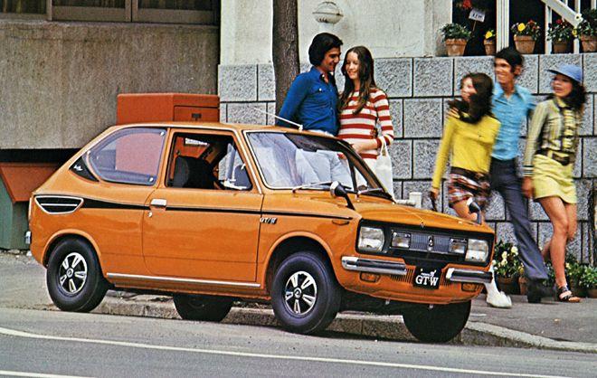 1970年にフロンテは衣替えして「フロンテ71」となり、翌71年にエンジンを水冷化した「フロンテ71W」をシリーズに加えた。これはホットモデルの「71GT-W」で、水冷エンジンは37ps/6500rpm、4.2kgm/4500rpmと最高回転数が下がり、トルクも増強され乗りやすくなった。ノーズにラジエーターがあるので、一見したところフロントエンジン車のように見える。