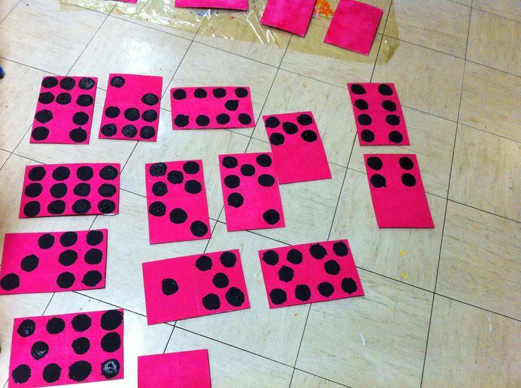 le site de l'école Jean-Marie Hyvert - Classe des Petites Sections - La fabrication des dominos géants !
