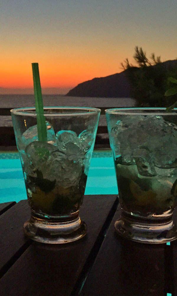 Volop genieten van de #zonsondergang op Amorgos, #Griekenland. Bekijk hier de bouwstenen op de #Cycladen eilanden: https://www.zomerzin.nl/bestemmingen/griekenland-reizen/bouwstenen/cycladen-eilanden/ #Greece #vakantie #europa