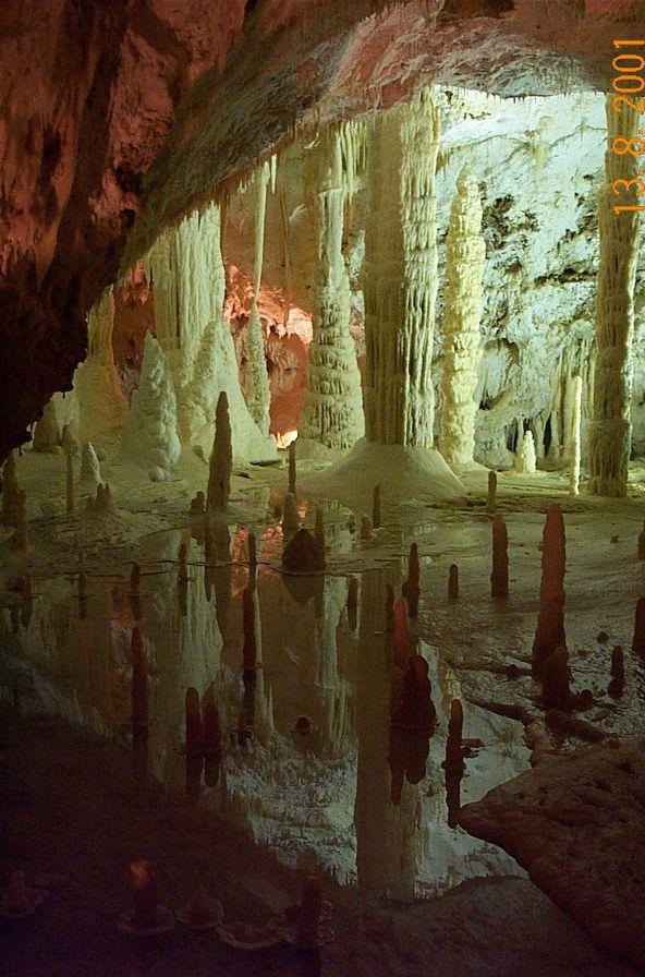 Le Grotte di Frasassi - Frasassi caves, Marche.