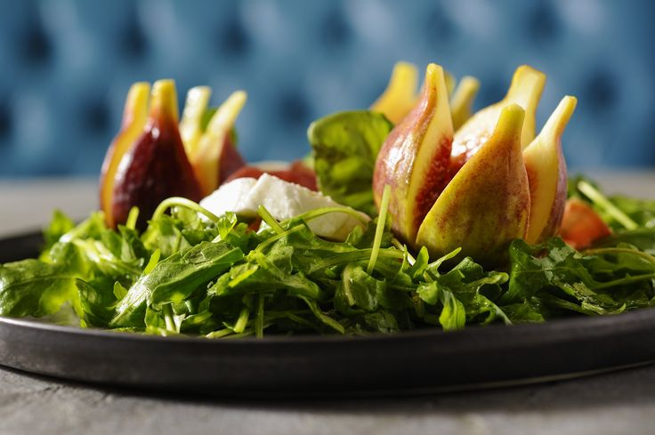 Salad with fig, motsarella, proshuto and arugula #LocalFood #LocalGreens www.localthessaloniki.gr