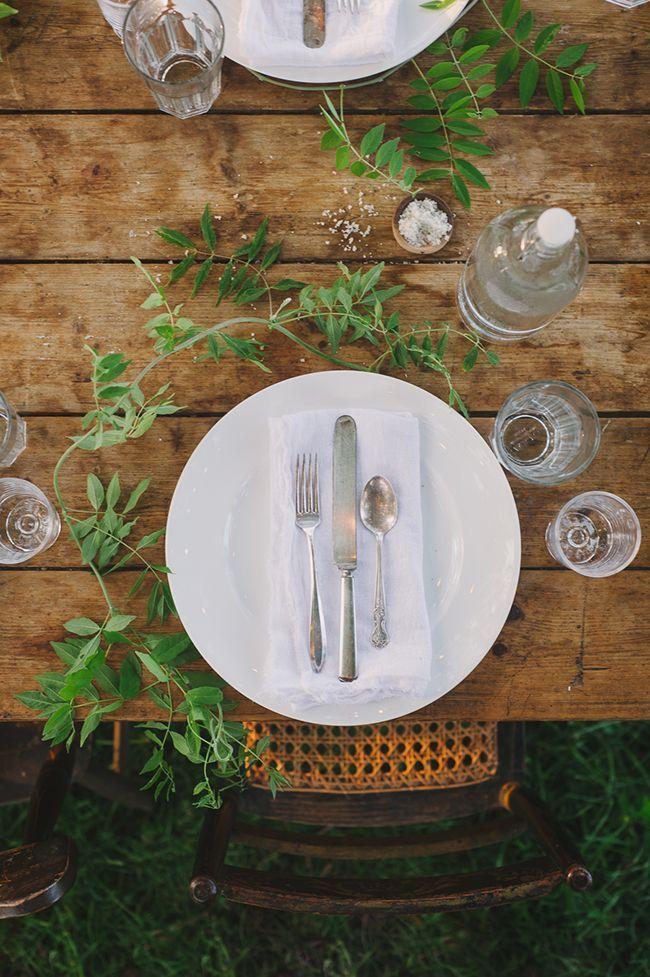 シンプルがいちばん♡すっきりおしゃれなテーブルコーディネートにて紹介している画像
