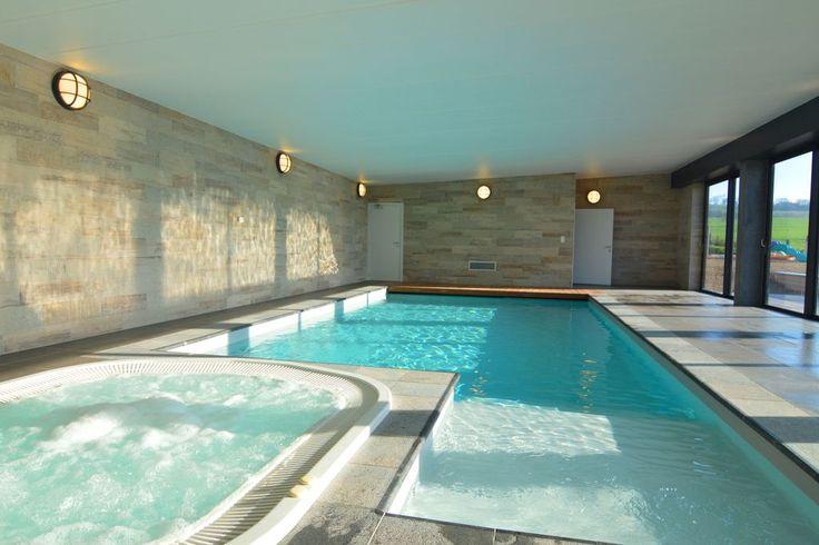 Luxe kasteel met binnenzwembad jacuzzi sauna en veel for Koi pool and sauna