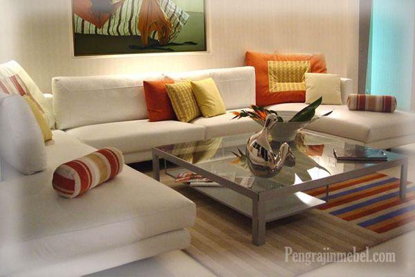Kursi sofa putih untuk desain interior rumah
