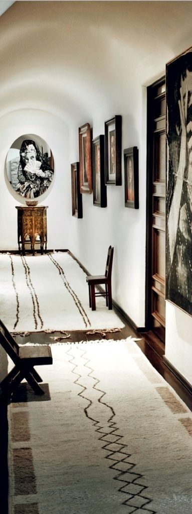 Awesome Black and White Entry Rug