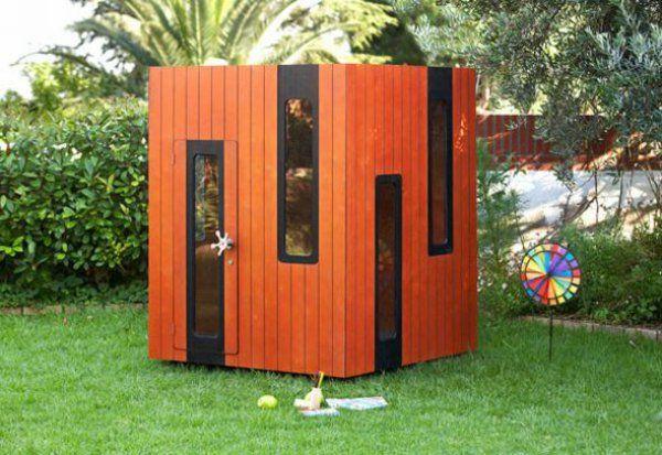 cabane de jardin pour enfant, une maison rouge cubique