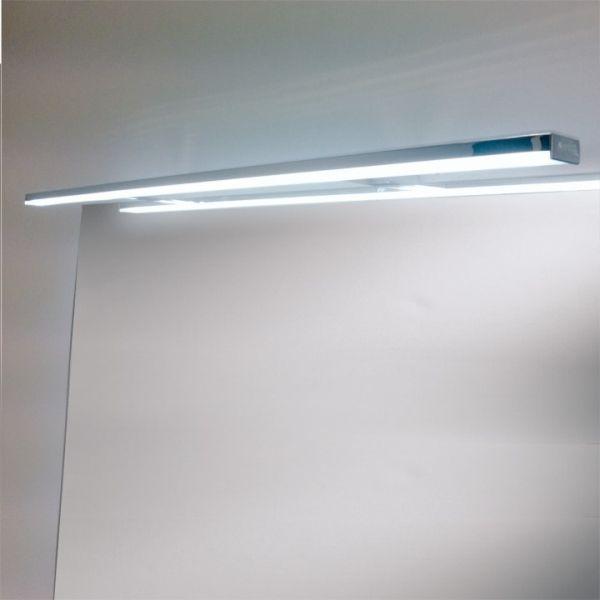 Esther S3 800 kromattu led-valaisin. Asennetaan kaapin tai peilin päälle. Pakkaus sisältää valaisimen ja muuntajan sekä asennusohjeen. IP44, teho 12W, 4000K.  #helatukku #kylpyhuonevalaisin #ledvalo