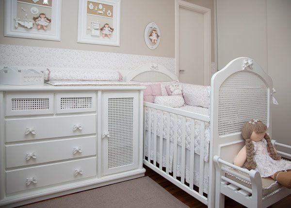 Decoração quarto de bebê menina bege rosa branco - (Decoração: Atelier Alexandra Abujamra)