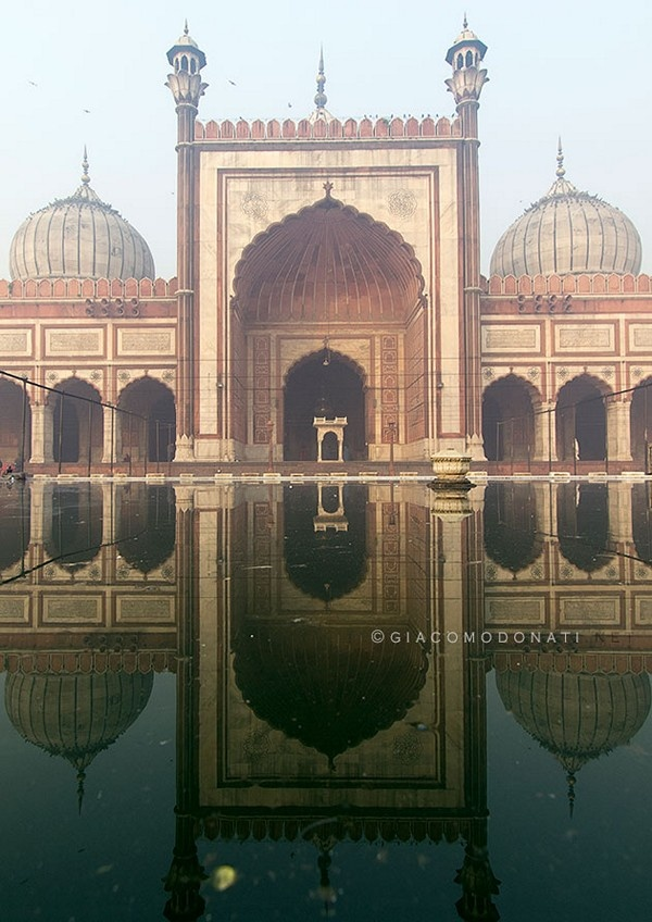 Mosque Jamia - Old Delhi : Reflections and geometries.