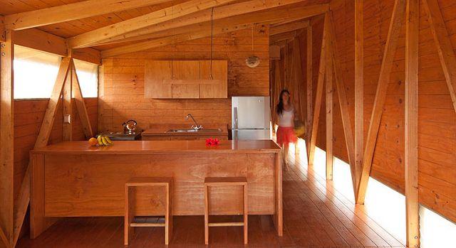 Hoy os traemos un post con una recopilación de algunas casas de madera prefabricadas. Una solución por la que cada vez se está apostando ...