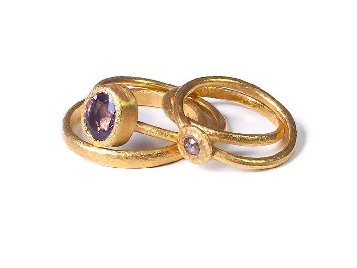Kathrin Dunst- Ringe aus Feingold 999/- mit Diamantrose und Saphir © Kathrin Dunst
