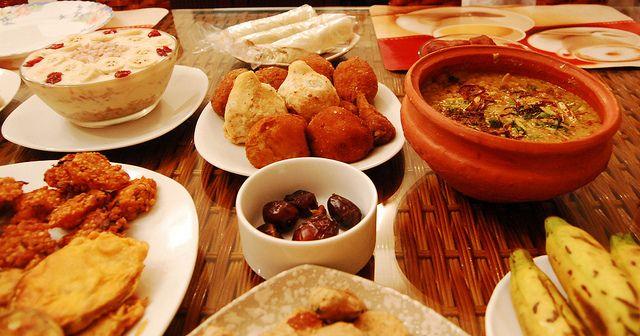 100 recettes pour le menu les repas plats pour le Ramadan - Les plats traditionnels du Ramadan du Maghreb, Liban, de l'Inde, du Ramazan en Turquie et leurs recettes. Le Ramadan débutera aux environs du 17 juin 2015 jusqu'au 17 juillet 2015. Ce mois festif alterne jeûnes et repas orientaux, riches en cuisine ottomane et indienne.