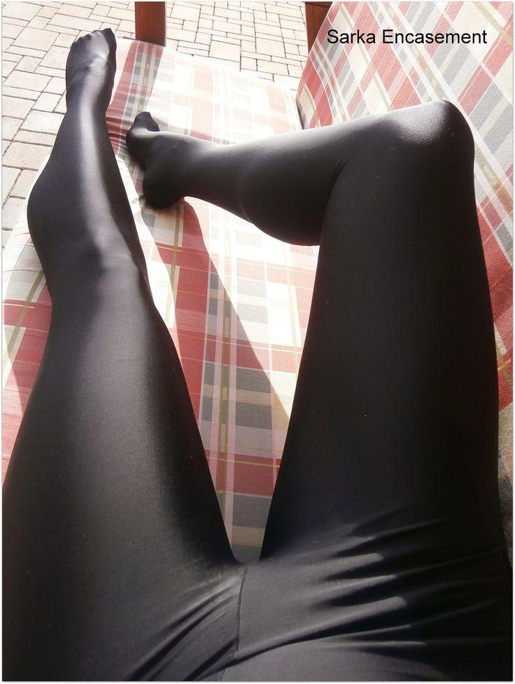 ножки в колготках леггинсах нейлоне латексе лайкре коже столько