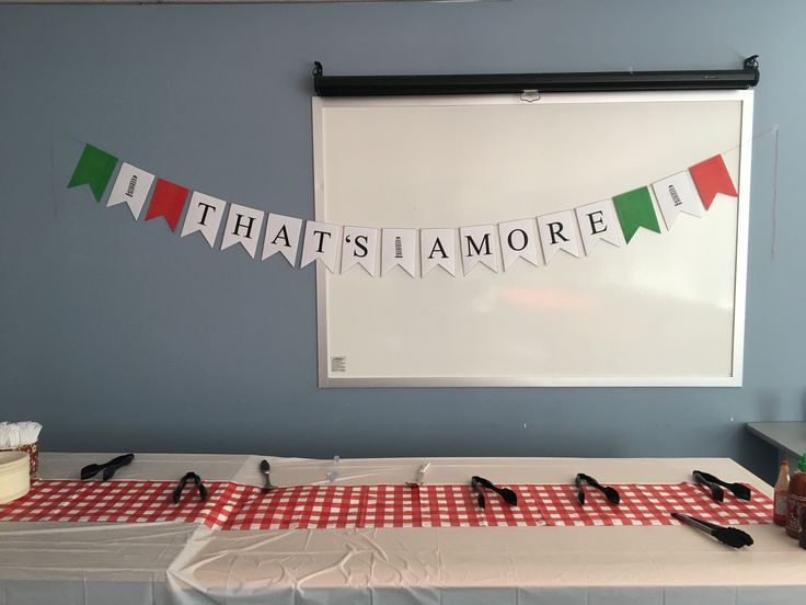 That's Amore Flag Sign
