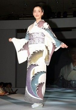 宮沢りえ:着物ショーに16年連続出演 あでやか三変化