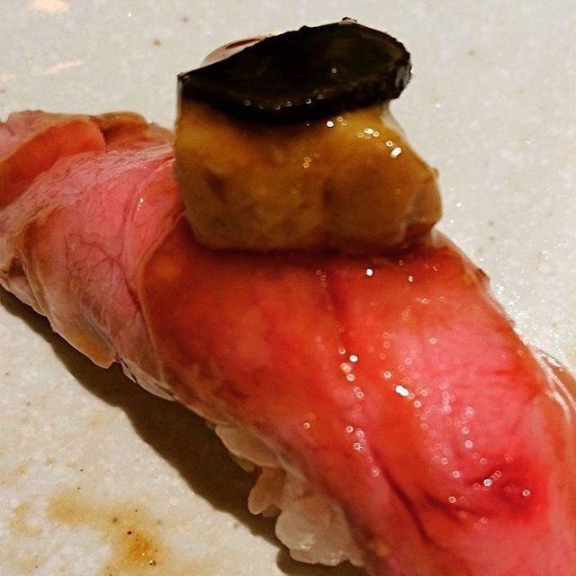 会社の忘年会 肉寿司  #横浜駅 #肉寿司 #この店は #大人数で来るとこじゃねぇ #肉 #うまい #元気玉