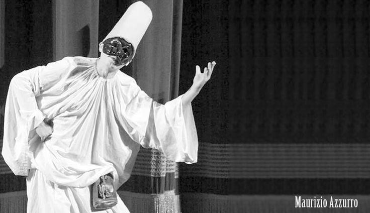 Il binomio inscindibile danzatore-attoreJean Georges Noverre, al quale abbiamo dedicato una delle sale della nostra Accademia di #danza, è considerato il creatore del #balletto moderno. Nel '700 è grazie a lui che la danza si sviluppa come spettacolo totale. Il #danzatore e coreografo francese asserisce che il balletto deve ritrarre le passioni, i costumi e gli usi dei popoli e deve seguire un'azione drammatica senza perdersi in divertissement staccati dal tema principale. Da Noverre in p...