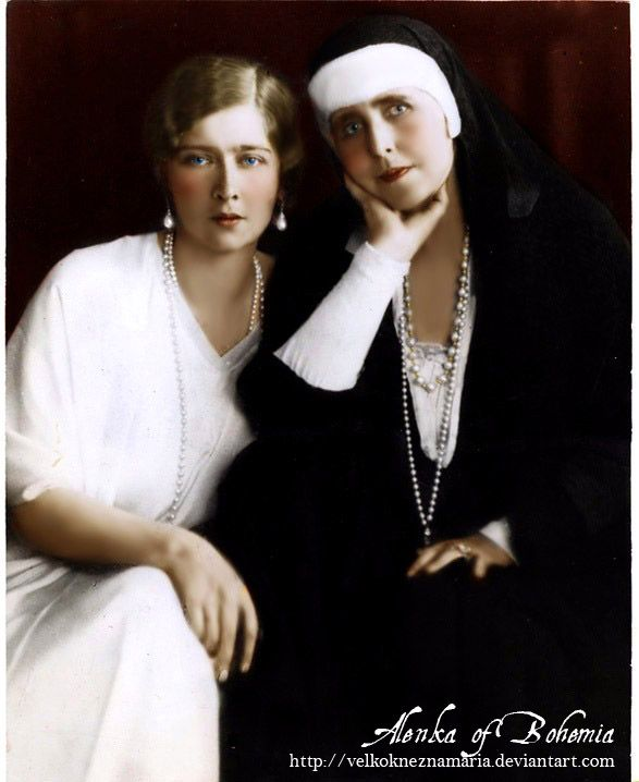 "Queen Maria ""Missy"" of Romania with her second daughter, Queen Maria ""Mignon"" of Yugoslavia."