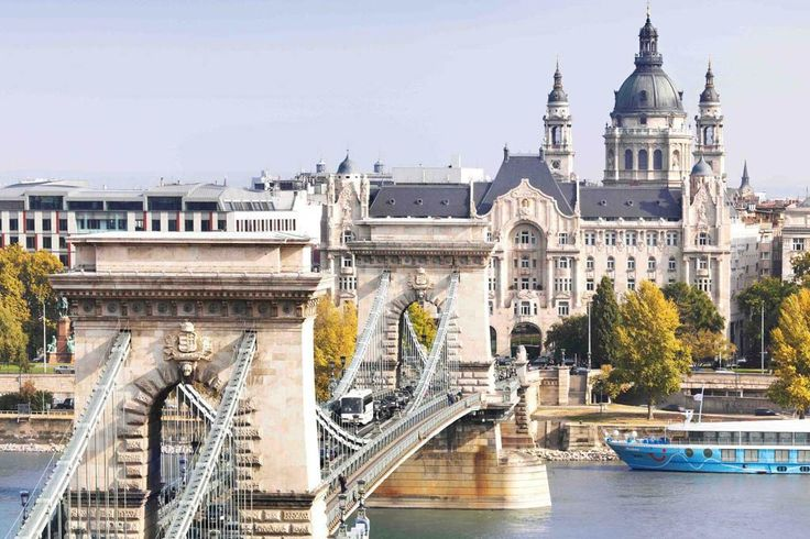 Perspective sur le Pont des Chaînes, le Four Seasons Gresham Palace et la Basilique Saint-Etienne | © Four Seasons Hotels and Resorts