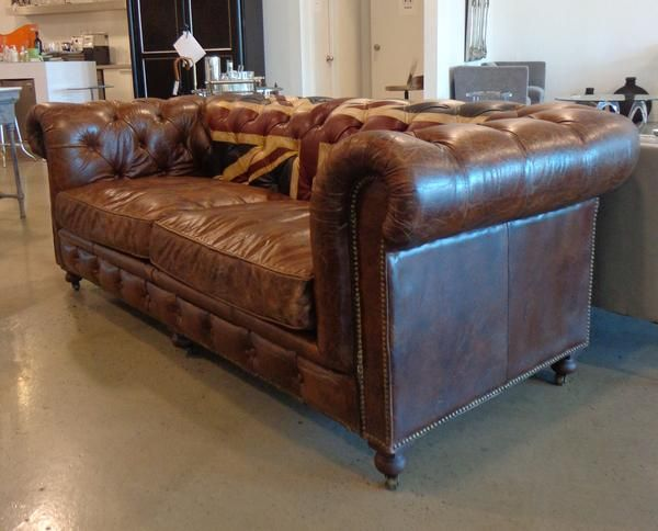 Sofa leather and tufted. #homedecor #leather #unionjack #tufted #sofa #couch #home #decor #galeriem