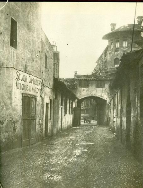 Vicolo dei Cappuccini, 1928, Milano