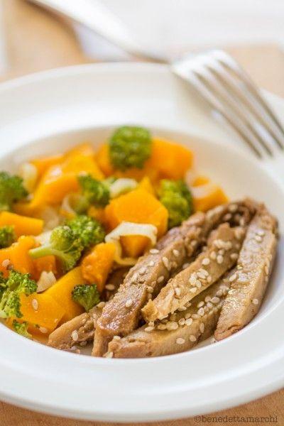 Seitan with vegetables  http://www.greenmagazine.it/straccetti-di-seitan-con-verdure-al-vapore/