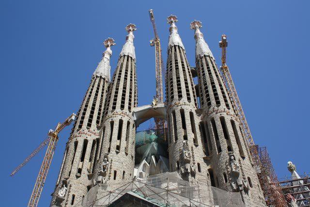 10 Things To Do in Barcelona: Visit La Sagrada Familia and Hospital de Sant Pau