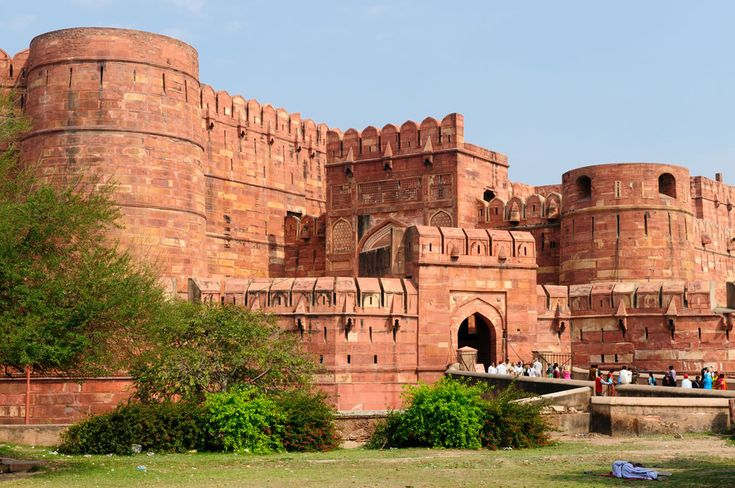 """On the west bank of the River Yamuna, Akbar's magnificent fort dominates the centre of the city.  The Agra fort - Also known as the """"Lal -Qila"""", """"Fort Rouge"""" or """"Qila-i-Akbari"""" is the highlight of the city of Agra, then capital of the Mughal Sultanate. As it stands today in full glory, visiting the Agra fort has surely been one of those experiences which made me go through my history books once again."""